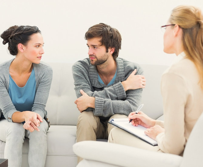 couple with a psychologist